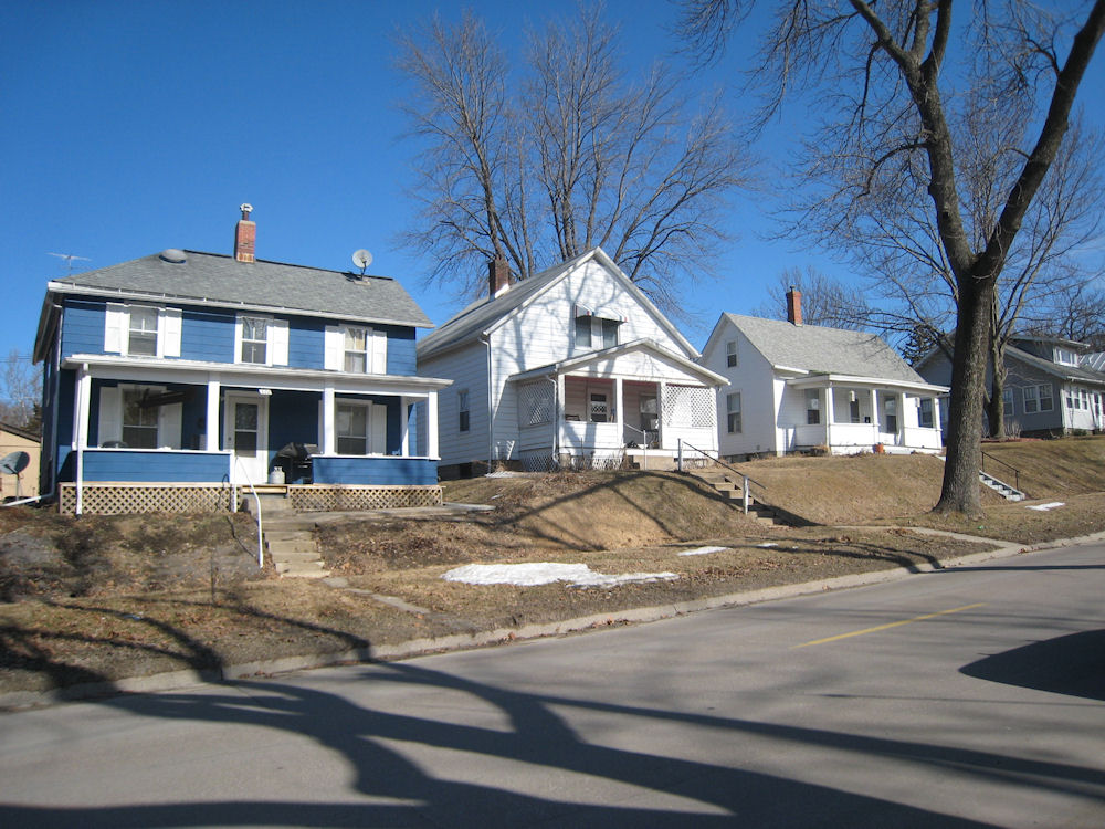A sunny day in the goosetown neighborhood in iowa city for Home builders in iowa